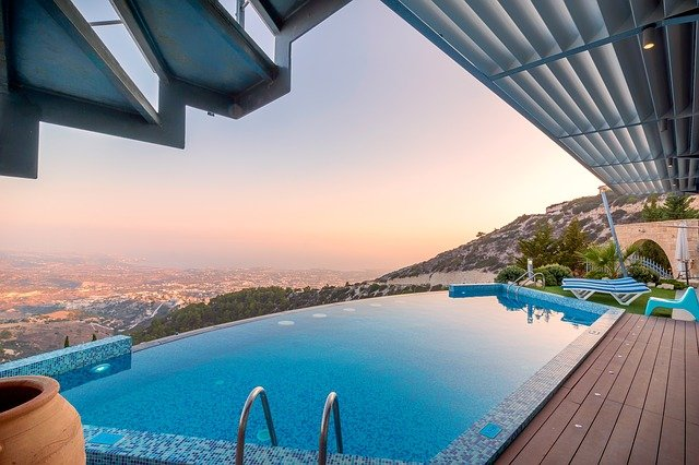 bazén s výhledem.jpg
