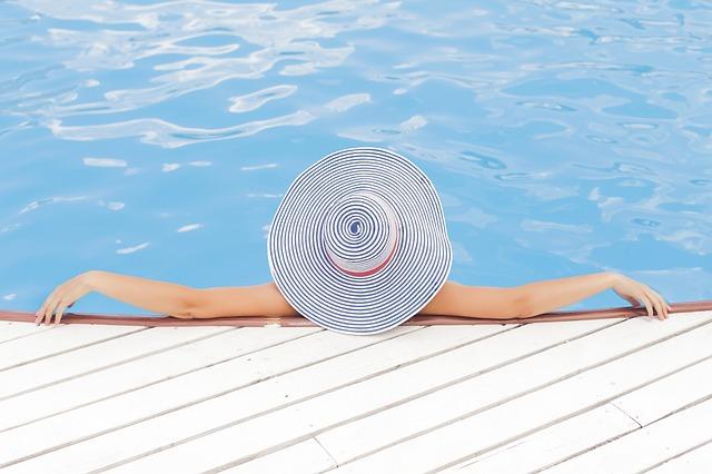 odpočinek v bazénu.jpg