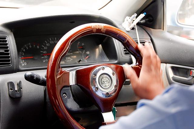 dřevěný volant